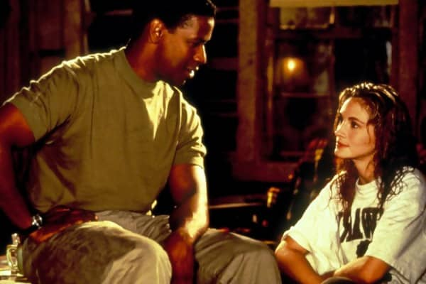 Macintosh HD:Users:brittanyloeffler:Downloads:Upwork:Kissing:costars-denzel-washington-julia-roberts.jpg
