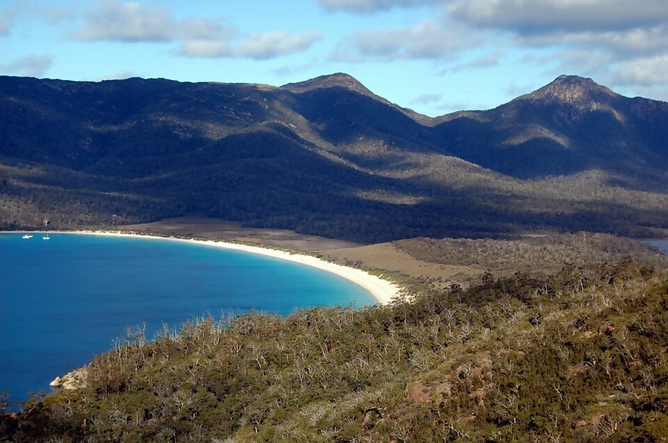 Macintosh HD:Users:brittanyloeffler:Downloads:Upwork:Beautiful Beaches:29.-Wineglass-Bay-Beach-Tasmania.jpg